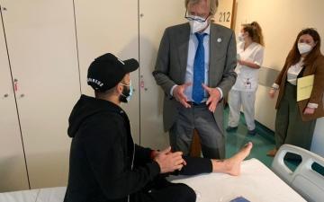 الصورة: الصورة: جراحة ناجحة للحسن صالح في البرتغال