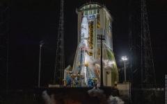 """الصورة: الصورة: بالتزامن مع اليوم الوطني الـ49.. إطلاق """"عين الصقر"""" إلى الفضاء بنجاح"""