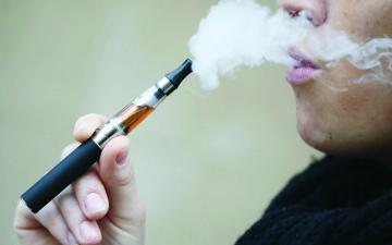 الصورة: الصورة: دراسة تكشف مخاطر السجائر الإلكترونية على الرئة