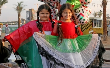الصورة: الصورة: مقيمون: الإمارات وطن السعادة والأمن