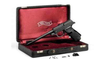 الصورة: الصورة: بيع مسدس جيمس بوند مقابل 256 ألف دولار