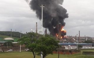 الصورة: الصورة: فيديو.. انفجار بمصفاة نفط في جنوب أفريقيا