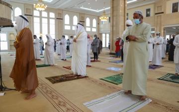 الصورة: الصورة: إقامة أول صلاة جمعة في الإمارات