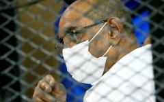 الصورة: الصورة: تدهور الحالة الصحية لعمر البشير ونقله إلى المستشفى
