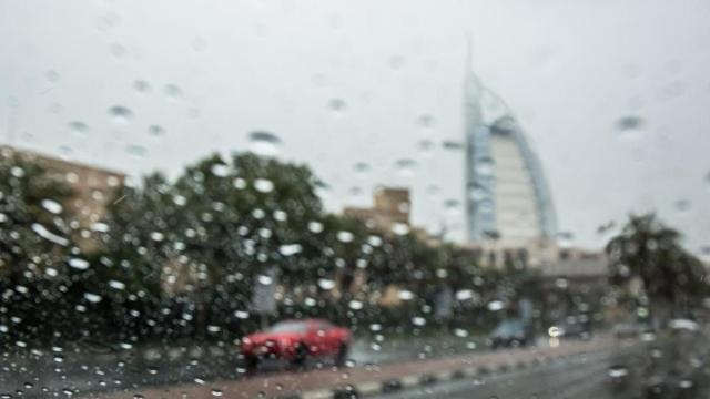 صورة سقوط أمطار متفرقة في الإمارات اعتباراً من يوم غد وحتى الخميس – عبر الإمارات – أخبار وتقارير