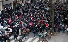 الصورة: الصورة: عودة المتظاهرين إلى شوارع فرنسا للتنديد بعنف الشرطة