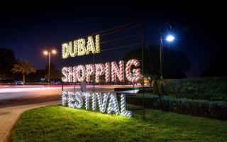 الصورة: الصورة: ينثر الفرح بالعام الجديد «دبي للتسوق»
