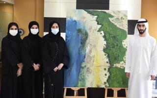 الصورة: الصورة: ماجد بن سعود المعلا يكرم المشاركات في رسم «لوحة القرم»