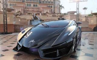 الصورة: الصورة: سيارة «فرنجيفنتو أسفاني دياتشي» تنطلق من أبوظبي إلى العالم