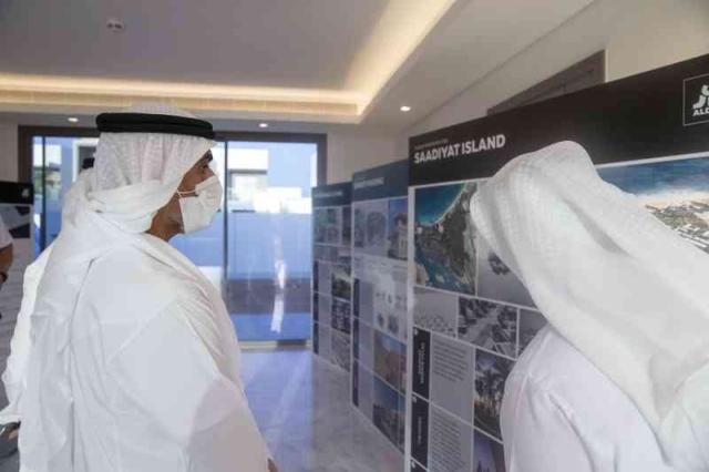 خالد بن محمد بن زايد يتفقد المجتمعات السكنية في جزيرة ياس