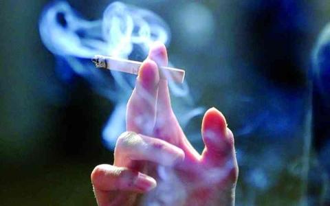 الصورة: الصورة: سيجارة واحدة  تكفي للإدمان