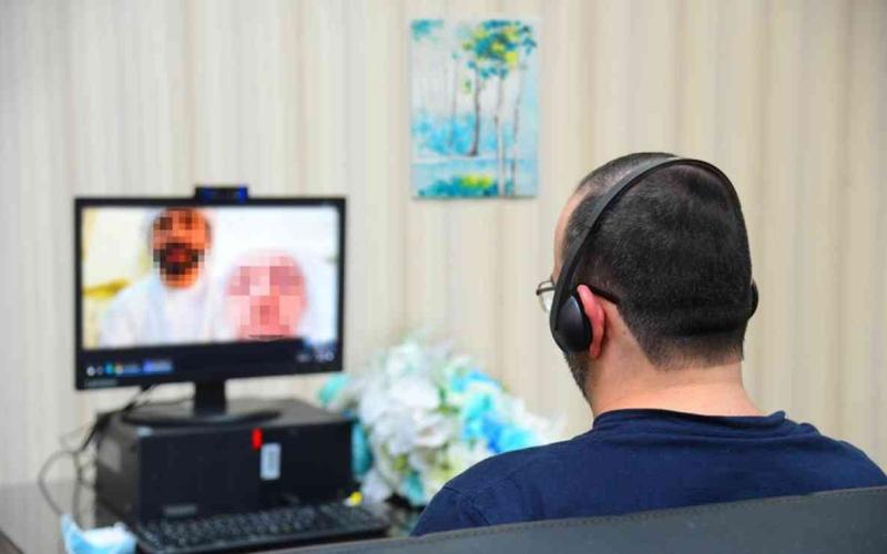 الصورة: الصورة: حضر المراسم وهو في السجن.. أول عقد قران مرئي في المؤسسة العقابية بالشارقة
