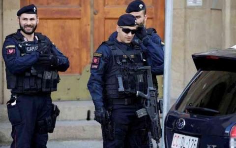 الصورة: الصورة: مسن إيطالي يتصل بالشرطة طلباً للمؤانسة