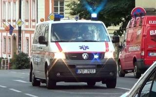 الصورة: الصورة: اتصلوا بالإسعاف لإنقاذ صديقهم.. فقبضت عليهم الشرطة بتهمة التجمع