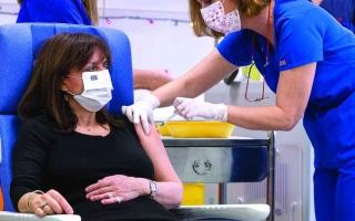 الصورة: الصورة: أوروبا تدشّن حملة تطعيم للوقاية من «كورونا»