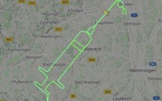 الصورة: الصورة: حقنة لقاح كورونا عملاقة في سماء ألمانيا
