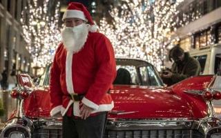 الصورة: الصورة: أراد أن يفرحهم فقتلهم.. بابا نويل يتسبب بوفاة 18 مسناً