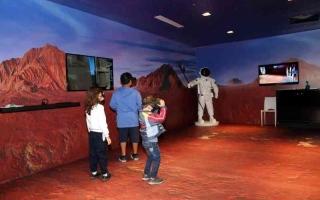 الصورة: الصورة: الأرشيف الوطني «يسافر» بزوار «ذاكرة الوطن» إلى المريخ