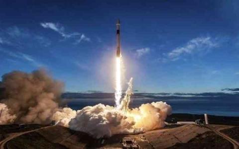 الصورة: الصورة: إرجاء إطلاق صاروخ من طراز «سويز»