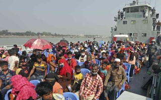 الصورة: الصورة: بنغلادش تنقل مجموعة ثانية من اللاجئين الروهينغا إلى جزيرة نائية
