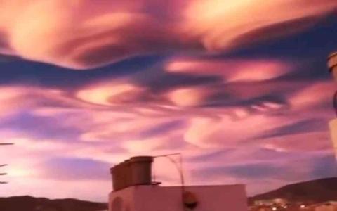 الصورة: الصورة: شاهد.. عندما تصبح السماء عملاً فنياً