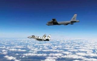 """الصورة: الصورة: """"بي-52"""" الأمريكية تحلق في الشرق الأوسط.. رسالة لمن؟"""