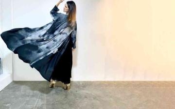 الصورة: الصورة: فريال البستكي  رحلة بين الفن والأزياء