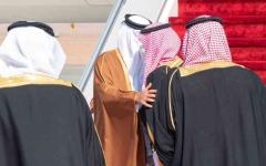 الصورة: الصورة: عناق تاريخي بين محمد بن سلمان وأمير قطر