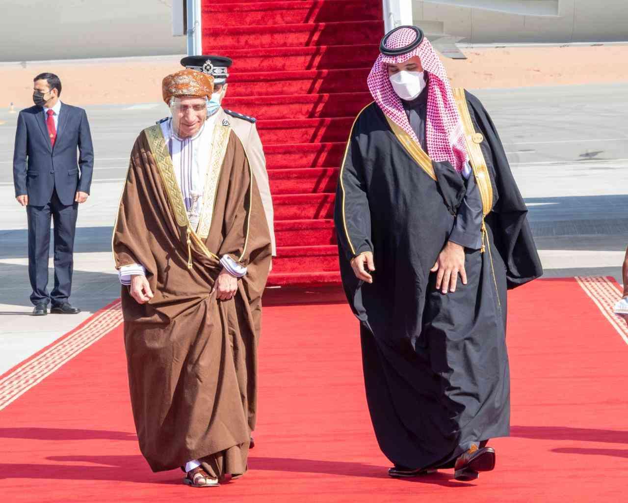 الصورة : ولي العهد السعودي يستقبل نائب رئيس مجلس الوزراء لشئون مجلس الوزراء بسلطنة عمان