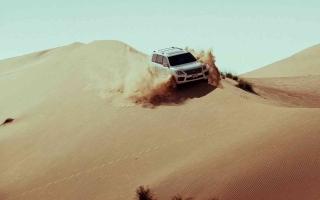 الصورة: الصورة: سياحة أبوظبي تطلق برنامجاً مخصصاً لمغامرات القيادة على الكثبان الرملية