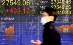 الصورة: الصورة: الأسهم العالمية تحلّق قرب مستويات قياسية