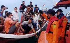 الصورة: الصورة: إندونيسيا تحدد موقعي الصندوقين الأسودين للطائرة المنكوبة
