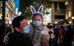 """الصورة: الصورة: عام على إعلان أول وفاة بفيروس """"غامض"""" في المدينة.. ووهان اليوم الأكثر أماناً في العالم"""