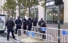 """الصورة: الصورة: أنصار ترامب يتظاهرون أمام مقر """"تويتر"""""""