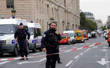 الصورة: الصورة: القبض على 7 شبان في إطار التحقيق في جريمة قطع رأس المدرس الفرنسي