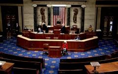 """الصورة: الصورة: """"النواب الأمريكي"""" يصوت لمصلحة مطالبة بنس بتفعيل التعديل الـ 25 لعزل ترامب"""