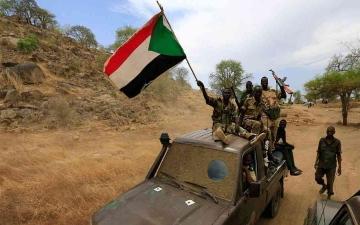 الصورة: الصورة: كبار قادة الجيش السوداني يتفقدون الشريط الحدودي مع إثيوبيا