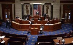 الصورة: الصورة: مجلس النواب الأمريكي يصوّت لصالح عزل ترامب