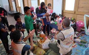 الصورة: الصورة: الهلال الأحمر يعزز جهوده الإنسانية لصالح المتأثرين من الفيضانات في بهانج بماليزيا