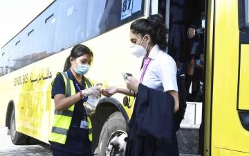 الصورة: الصورة: «تاكسي دبي» تعزز حافلات خدمة النقل المدرسي بإجراءات احترازية