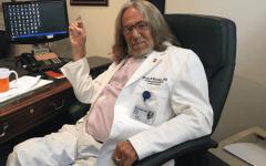 """الصورة: الصورة: وفاة طبيب ترامب.. كاشف سر """"الشعر الكثيف"""""""