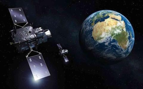 الصورة: الصورة: أقمار اصطناعية خشبية للحد من التلوث الفضائي
