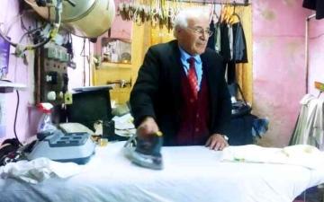 الصورة: الصورة: أبو بهيج مكوجي نابلس منذ 66 عاماً