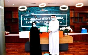 الصورة: الصورة: شرطة دبي تكرّم «ذا إنترتينر» لتعاونها بإسعاد أصحاب الهمم