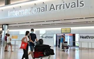 الصورة: الصورة: بريطانيا تحظر دخول المسافرين القادمين إليها من دول الحظر قبل مرور 10 أيام