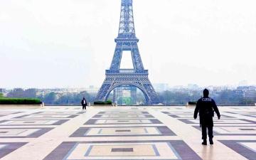 الصورة: الصورة: فرنسا تفرض حظر تجول اعتبارا من اليوم