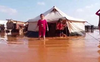 الصورة: الصورة: «البنيان» في إدلب.. خيام هشّة وخدمات مفقودة