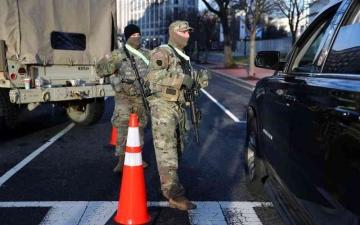 الصورة: الصورة: واشنطن تتحول لثكنة قبيل تنصيب الرئيس الجديد