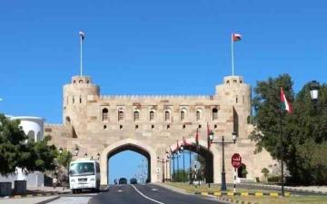 الصورة: الصورة: سلطنة عمان تغلق المنافذ البرية اعتبارا من الاثنين