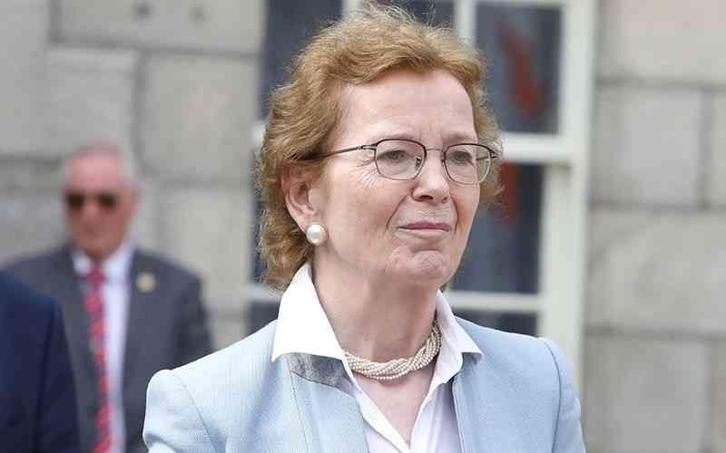 الصورة : ماري روبنسون - رئيسة أيرلندا السابقة والمفوضة السامية للأمم المتحدة لشؤون حقوق الإنسان، وتشغل حالياً منصب رئيس منظمة الحكماء.